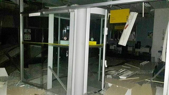 Sala de autoatendimento atingida pela explosão