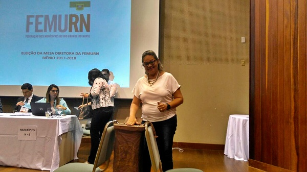 Registro da prefeita de Jardim de Angicos, Suely Fonseca no momento do seu voto (Foto: Via Whatsapp)