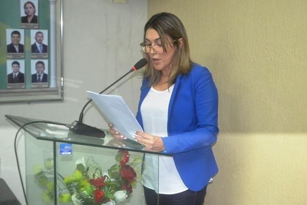 Prefeita Rita de Luzier  ao ler a mensagem anual na Câmara Municipal