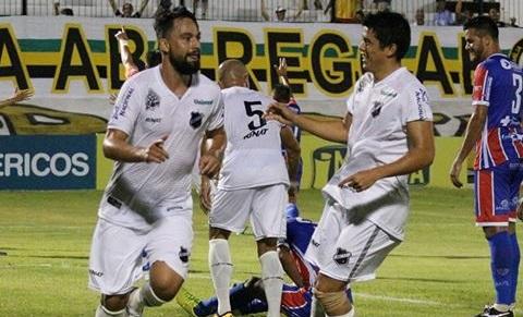 Nando comemora um dos gols na partida deste domingo (Foto: Andrei Torres)
