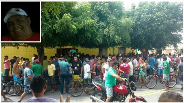 Muitos populares no local onde ocorreu o crime