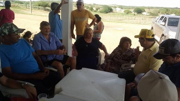 Prefeito durante visita a comunidade de Cauaçu