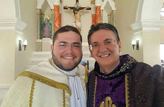 Monsnehor Edilson com o Padre Rodrigo - Fotos: Seminarista Kleber