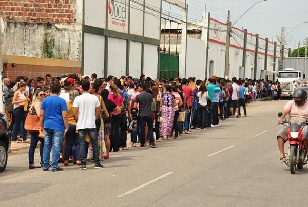 Resultado de imagem para Busca por emprego leva mais de quatro mil pessoas a secretaria em Mossoró