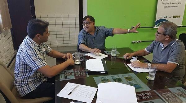 Prefeito Júnior Marques e deputado Hermano Morais na audiencia com a superintendência da Funasa