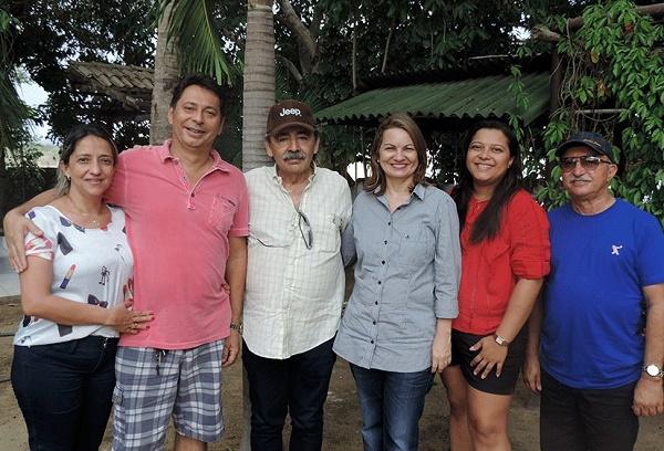 José Adécio, prefeita Neide Suely e amigos