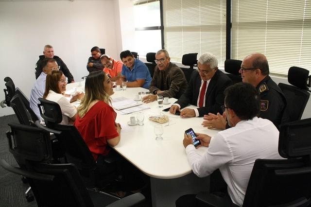 Resultado de imagem para Jandaíra: Presidente da Câmara, vereadores e prefeita se reúnem com secretário estadual de Segurança e comandante da PM