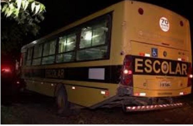 Resultado de imagem para João Câmara: ônibus que transporta os alunos universitários é assaltado na BR 406