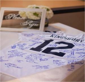 Camiseta de bodas firmada por los invitados