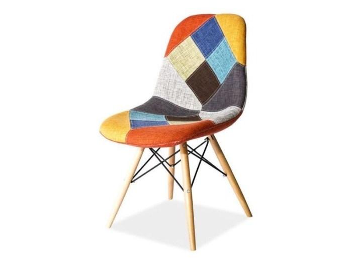 scaun din lemn colorat