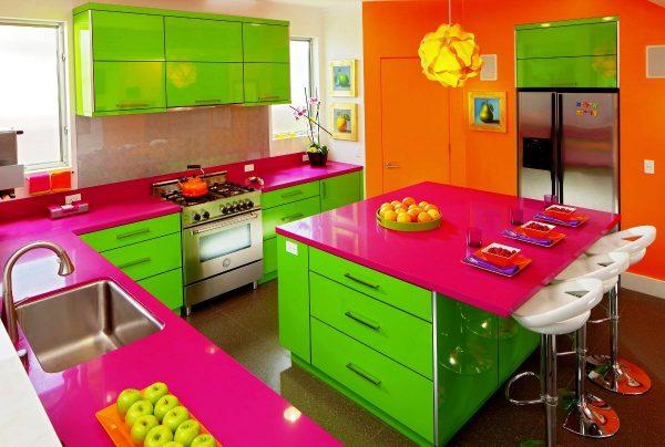 Frigidere colorate pentru bucătării pline de viață