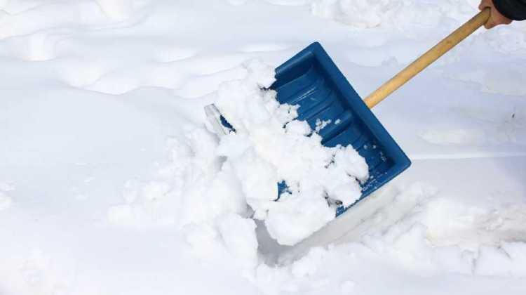 Lopată pentru zăpadă – 5 recomandări pentru deszăpezire