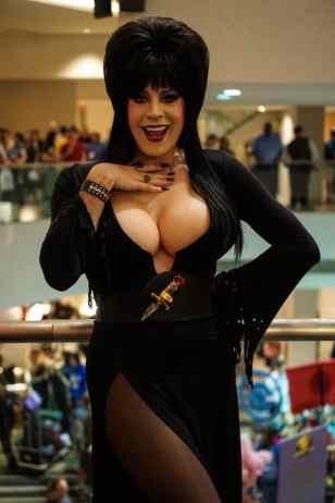 Elvira Cosplay 04