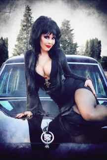 Elvira Cosplay 05