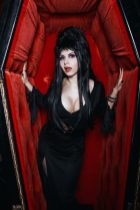 Elvira Cosplay 08
