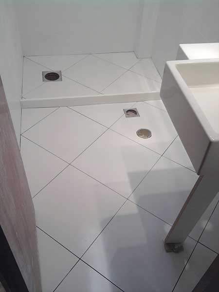 Piso Branco na Reforma e Decorao Banheiro Sala Cozinha