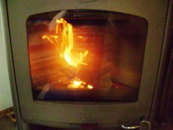 cum-fac-focul-in-soba-pe-lemne-10