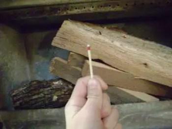 cum-fac-focul-in-soba-pe-lemne-5