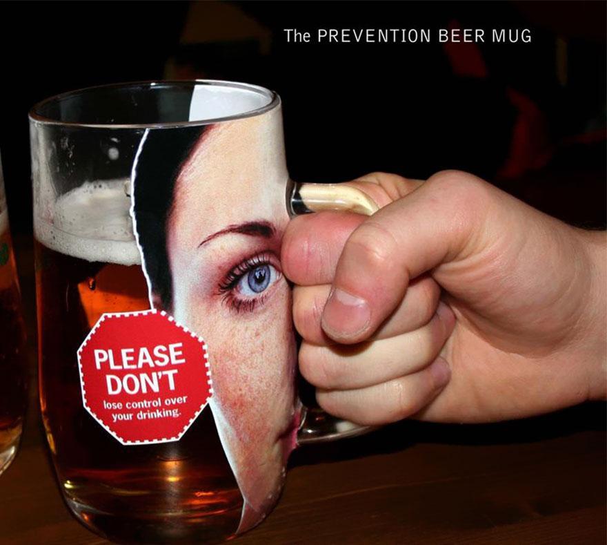 La taza de cerveza de prevención: por favor, no pierda el control de su bebida