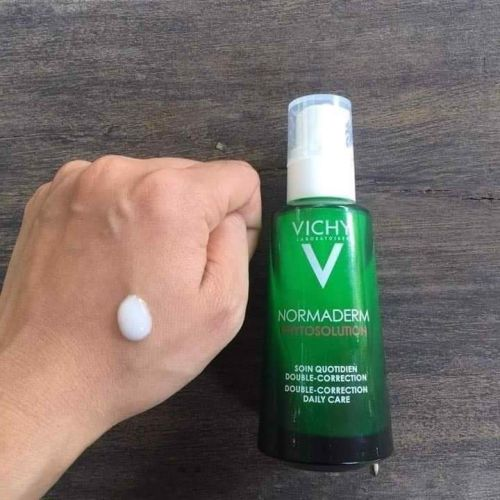 Kem dưỡng ẩm Vichy cho da mụn