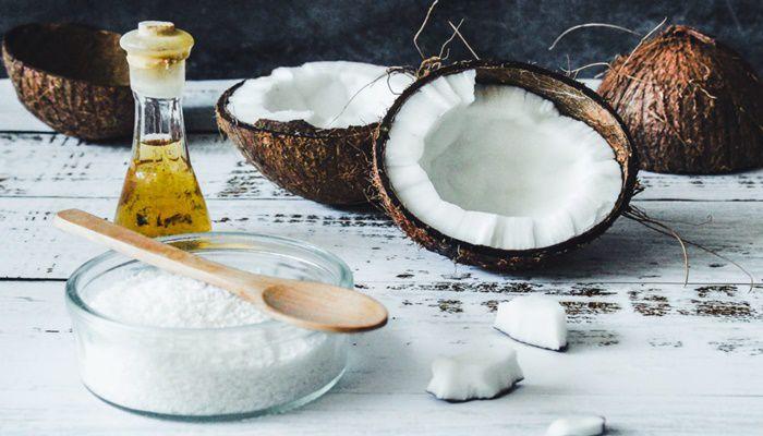 Da đầu dầu có nên dùng dầu dừa để ủ tóc