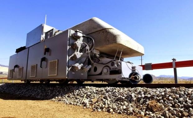 Blocuri de beton încărcate in locomotive electrice