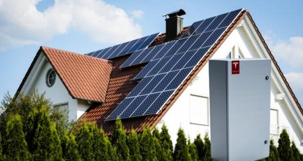 Baterie Tesla și panouri fotovoltaice