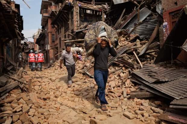 Resturi de clădiri din Nepal, by Adam Ferguson for Time