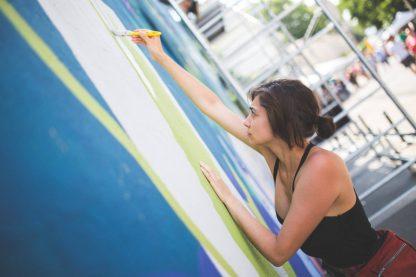 Sanda Balasoiu pictand la StreetDelivery