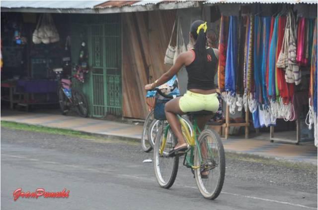 Paseando en bicicleta en Bocas del Toro. En Blog de Viajes, Bocas del Toro con niños