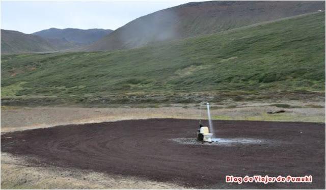 Area de servicio minimalista en Islandia, con WC, agua caliente...