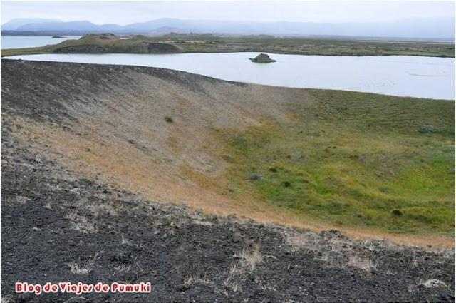 Los pseudo cráteres parecen cráteres de volcan pero no lo son. Se pueden ver en Islandia, junto al lago Mývatn