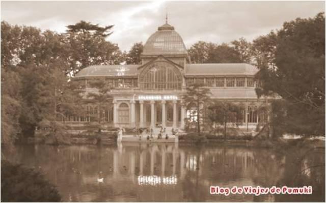 El Palacio de Cristal del Retiro se inauguró en el año 1887 coincidiendo con la Exposición de Islas Filipinas de ese año en Madrid. Está inspirada en el Crystal Palace del Hyde PArk en Londres