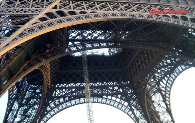 Muchas obras de ingeniería de Eiffel han quedado eclipsadas por su obra maestra, la Torre Eiffel de París. En Blog de viajes, Torre Eiffel, Paris