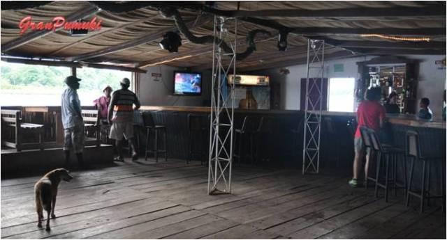 Interior de una discoteca en Tortuguero