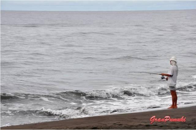 Pescador en Tortuguero