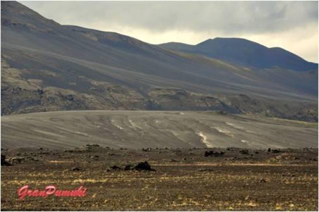 El paisaje del trayecto desde Hella hasta Landmannalaugar es árido.