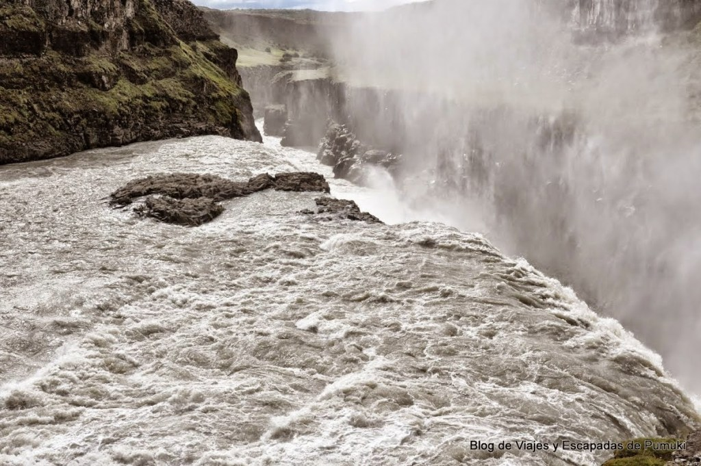 Cañón en cascada Gullfoss o cascada Dorada