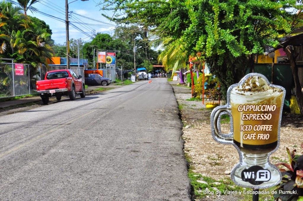 Calle de punta Piñuela en Marino Ballena