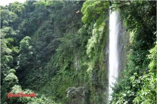 Las cascadas Viento fresco son un conjunto de cinco cascadas. La mayor tiene 90 metros de caida. Mas en Blog de Viajes de Costa Rica en familia