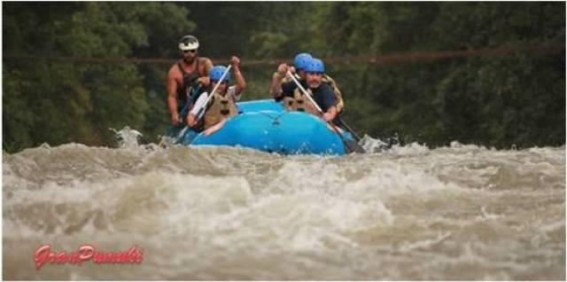 ¿Se puede hacer un rafting con niños?. Puedes leer la experiencia en familia que vivimos en Costa Rica. Blog de Viajes en familia a Costa Rica