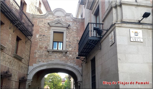 La Plaza de la Villa, en Madrid durante el recorrido en segway por el Madrid de los Austrias. Blog de viajes Madrid