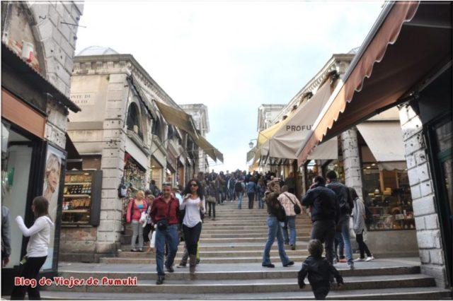 Tiendas en el Puente de Rialto, Venecia