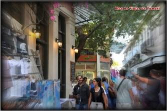 La plaka es un barrio para pasear y hacer compras por sus callejuelas.