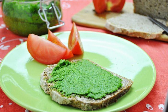 Pesto z natki pietruszki i prażonego słonecznika