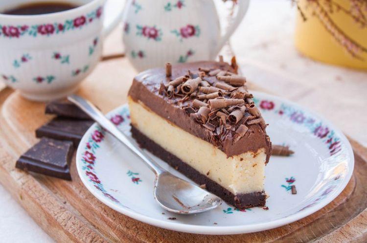 Waniliowy sernik z kremem czekoladowym