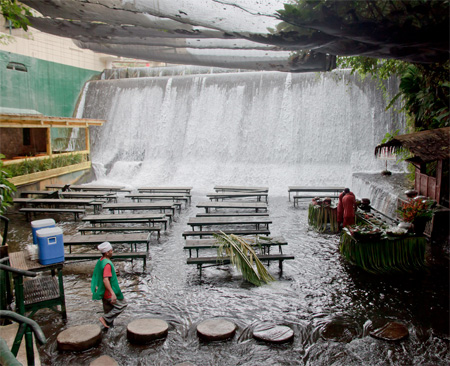 Waterfall Restaurant - Filipinas