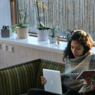 Varm te og honning hjalp på Jignas eksamenslæsning i familiens stue
