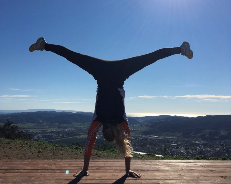 gymnastik-pa-toppen-ad-madonna-peak