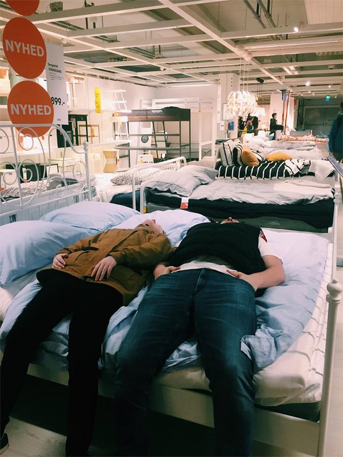 Med værtsfamilien i IKEA